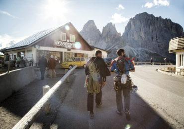 Włochy, Trentino. Na górskim szlaku z alpejskim przewodnikiem