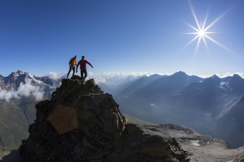 Bergsteiger an der Talleitspitze ueber Vent, Oetztaler Alpen, Tirol, Oesterreich.
