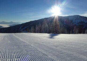 Early Morning Skiing – na stoku o wschodzie słońca w Austriii