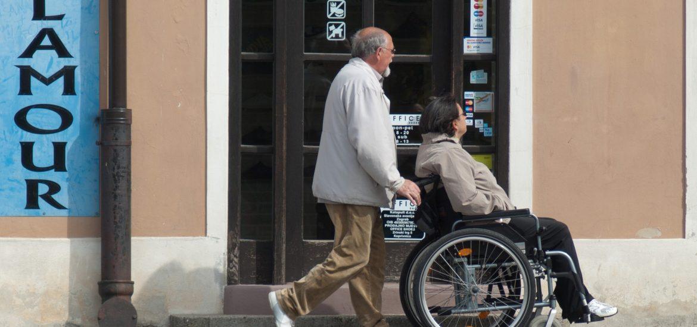 Niepełnosprawni potrzebują ułatwień w podróży.
